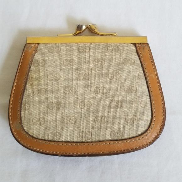 7fabae433fac7 Vintage Gucci Tan Monogram Kiss Lock Coin Purse